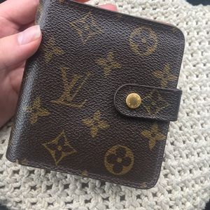 Louis Vuitton Zip Bifold Monogram wallet